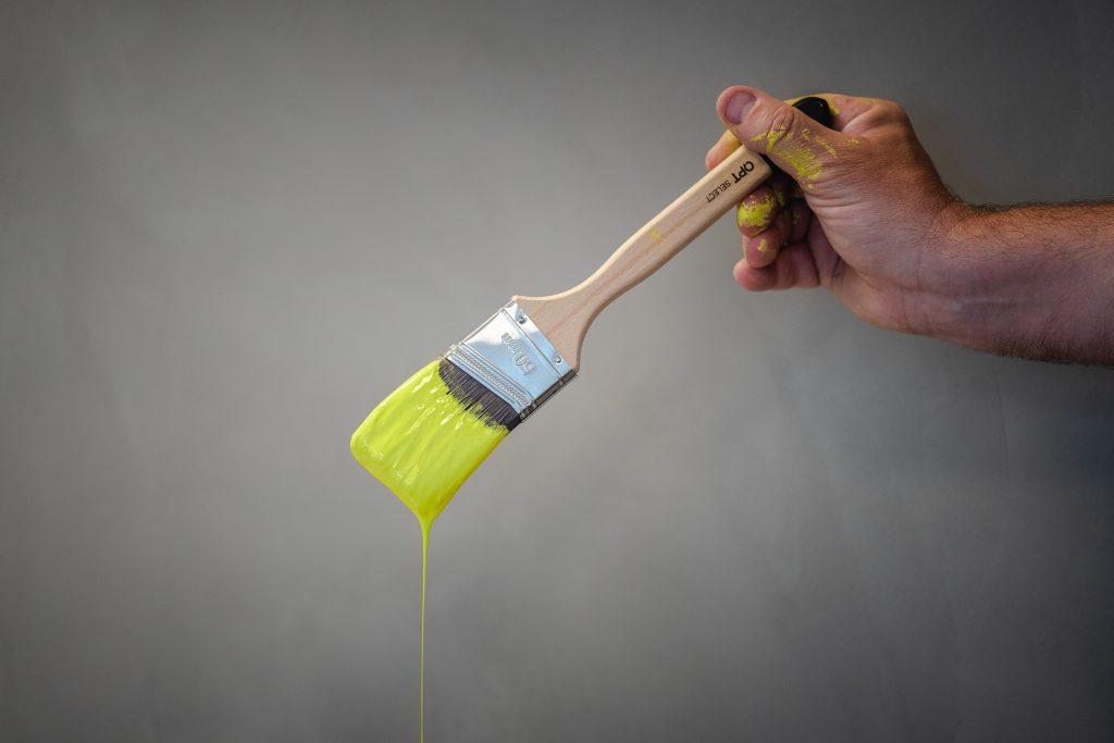 malingskost med gul maling